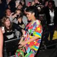 Rihanna porte actuellement une coupe mulet... Et porte des vêtements bizarres.