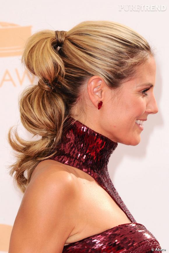 Heidi Klum opte pour une coiffure tout en volume, une pony tail à ...