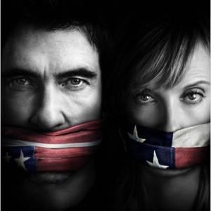 """Pour la rentrée, CBS dévoile la série """"Hostages"""", avec Toni Collette et Dylan McDermott. La série sera aussi disponible sur le service de vidéos à la demande MYTF1 VOD dès le lendemain de la diffusion US."""