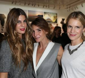 "Bianca Brandolini d'Adda, Clotilde Coureau et Eugenie Niarchos à la signature du livre ""Giambattista Valli""."