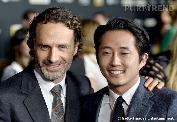 """Andrew Lincoln et Steven Yeun, réunis et souriants pour la première de """"The Walking Dead"""" saison 4."""