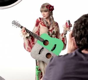 Vidéo behind the scenes du shooting Diet Coke avec Taylor Swift.
