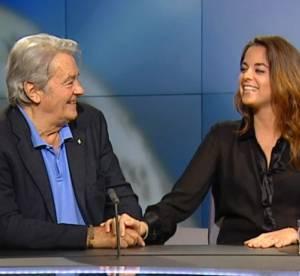 Alain Delon s'excuse d'etre trop beau devant sa fille Anouchka admirative