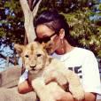 Rihanna est de passage en Afrique du Sud et en profite pour faire des câlins à la faune locale.