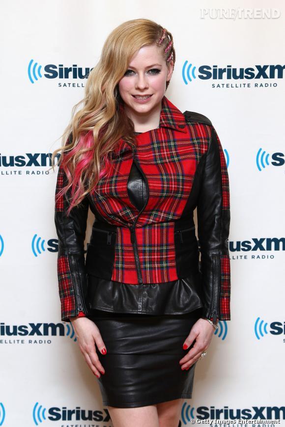en Lavigne look et tartanjupe Avril ose le bottes cuir wvN8mn0