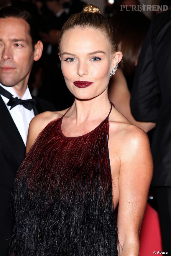 Kate Bosworth, le visage durci par son rouge à lèvres trop sombre.