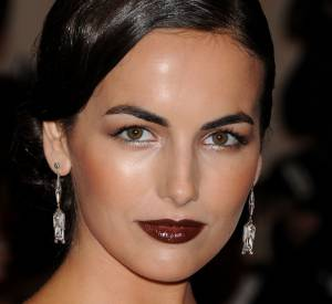 Camilla Belle et son beauty look du tonnerre.