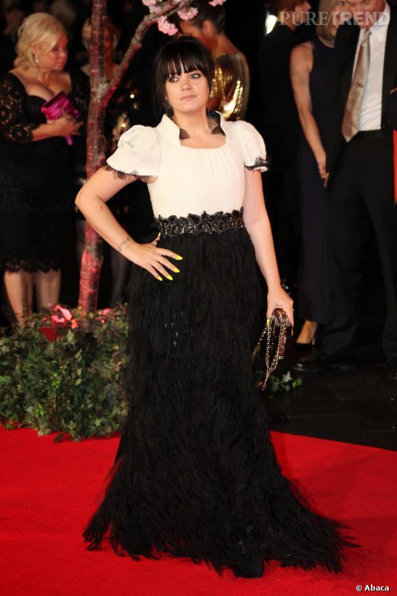 Jeune maman, Lily Allen est toujours aussi modeuse.