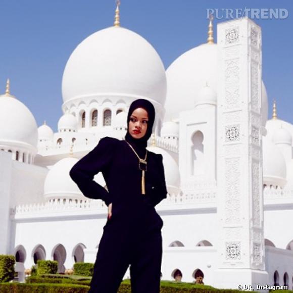 Rihanna pose voilée à Abu Dhabi.