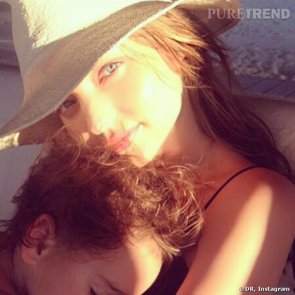 Miranda Kerr nous dévoile un moment privilégié mère-fille avec son fils Flynn.