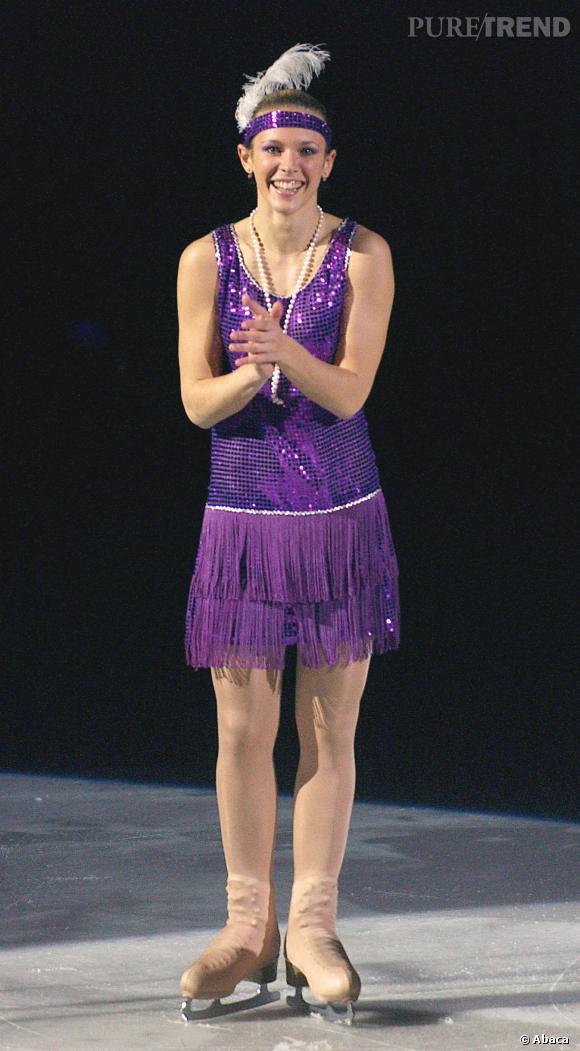 Lorie remonte le temps avec une tenue de danseuse de cabaret !