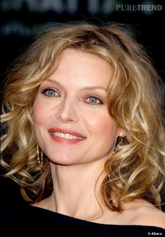 En 2003, Michelle Pfeiffer passe au carré bouclé.