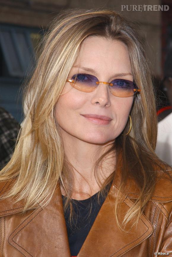 Michelle Pfeiffer a piqué les lunettes de Bono. Une mauvaise idée...