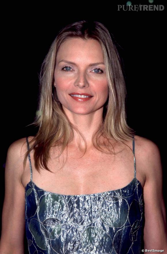 Michelle Pfeiffer, brushing lisse et blush abricot en 1999.