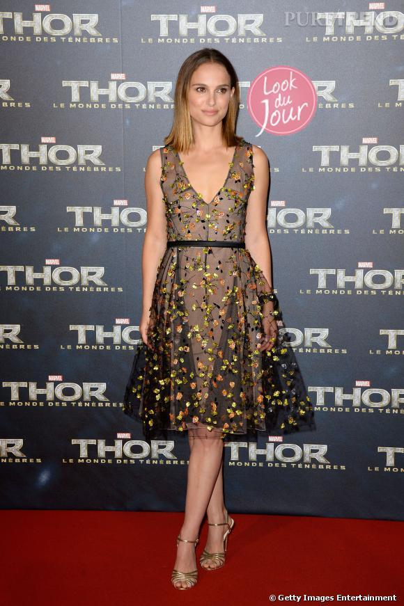 """Natalie Portman en Christian Dior couture à la première de """"Thor, le monde des ténèbres"""" à Paris."""