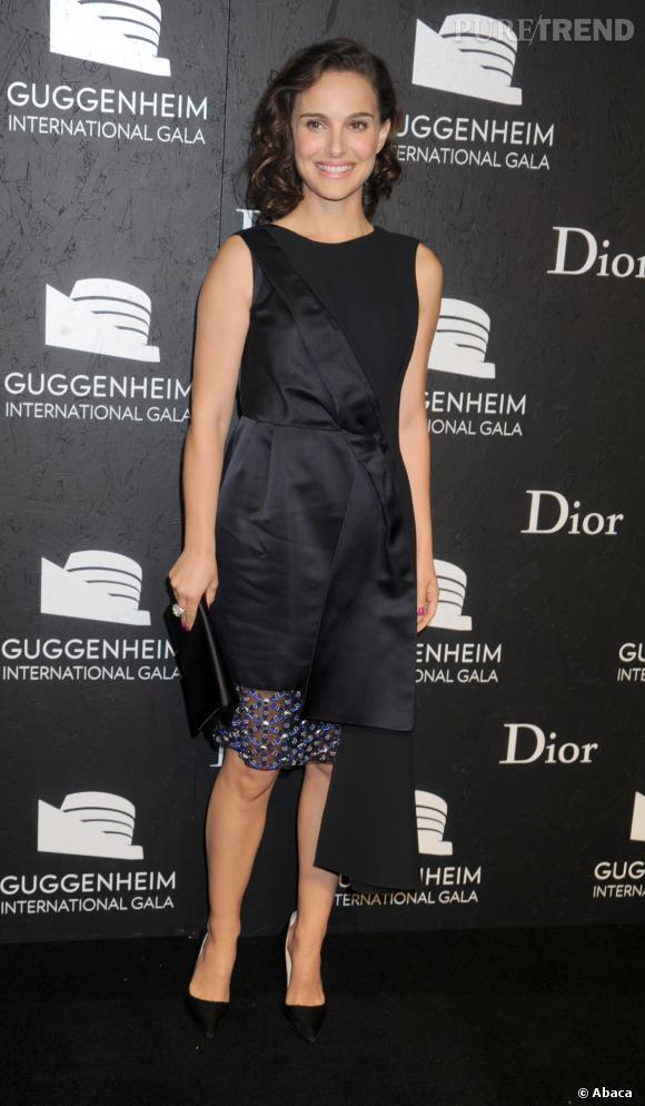 Le top robe originale   élégante et originale, Natalie Portman revisite la petite  robe noire 3a300d502c3
