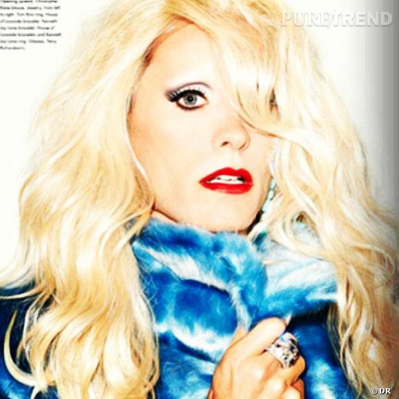 Jared Leto se transforme régulièrement en femme. Ici pour un shooting dans un magazine, il incarne une blonde sensuelle.