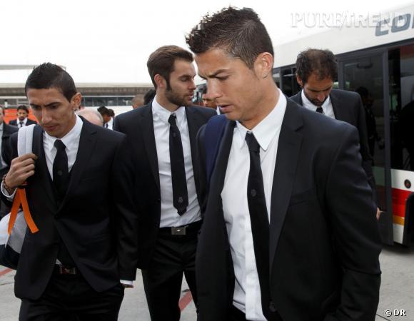 Cristiano Ronaldo, le fiancé du top russe Irina Shayk, porte un costume réalisé sur-mesure signé Versace pour le Real Madrid C.F.