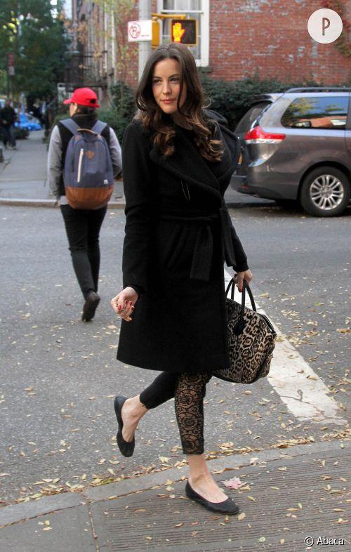 Liv Tyler, son look à shopper !