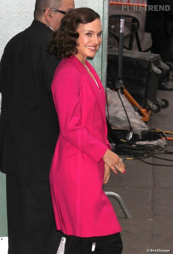 A la sortie des sudios de la ABC, Natalie Portman arbore un carré cranté.