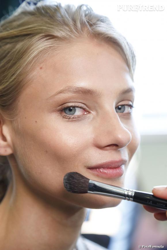 Comment sculpter mon visage à l'aide de gestes simples ?