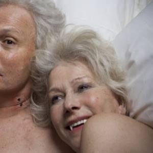 Billy Crystal joue avec Helen Mirren dans un épisode de Funny or Dye. Résidente d'une maison de retraite charmeuse... Elle devient un vampire la nuit.