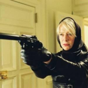 En 2005, Helen Mirren manie le silencieux comme personne (et comme d'habitude) dans Shadowboxer. Elle y incarne une tueuse à gage atteinte d'un cancer.