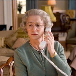 Impossible d'aborder les rôles culottés d'Helen Mirren sans parler de The Queen. Elle remporte un Oscar et de nombreuses récompenses pour son interprétation d'Elizabeth II.