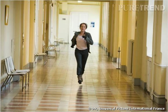 Helen Mirren est encore une fois ultra active et à dans le combat perpetuel dans l'Affaire Rachel Singer. Elle y joue le rôle d'un ancien membre du Mossad dont la jeunesse a été marquée par son implication dans l'enlèvement d'un médecin nazi.
