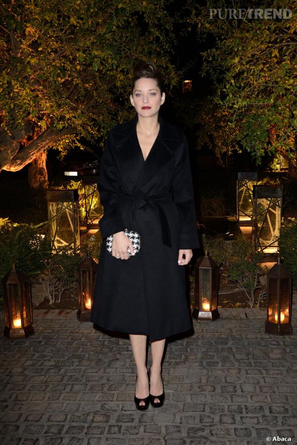 Marion Cotillard, très élégante membre du jury dans son manteau noir.