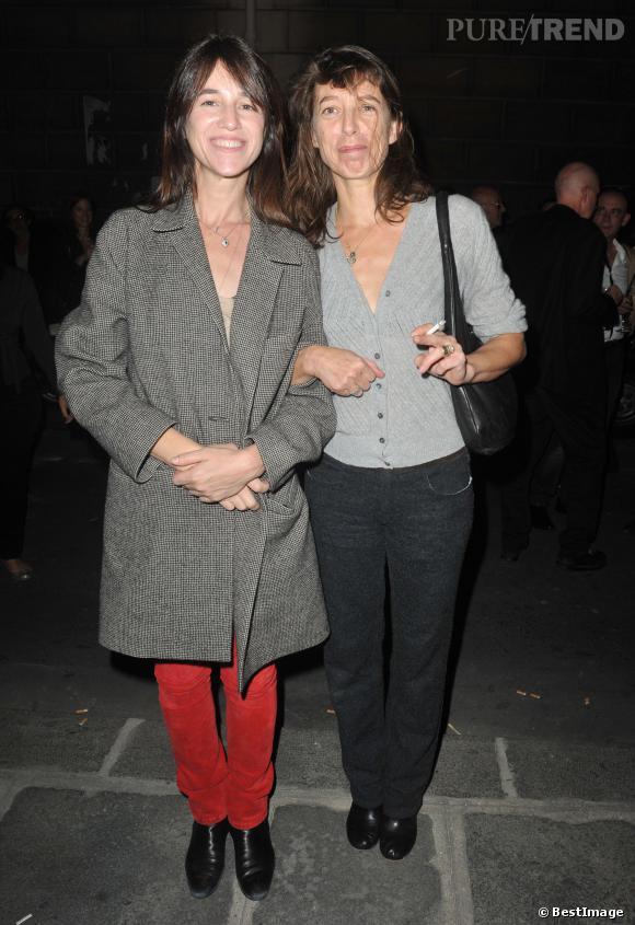 Charlotte Gainsbourg et sa soeur, Kate Barry, qui a trouvé la mort mercredi soir.