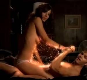 Lizzy Caplan dans True Blood : moment torride avec Ryan Kwanten