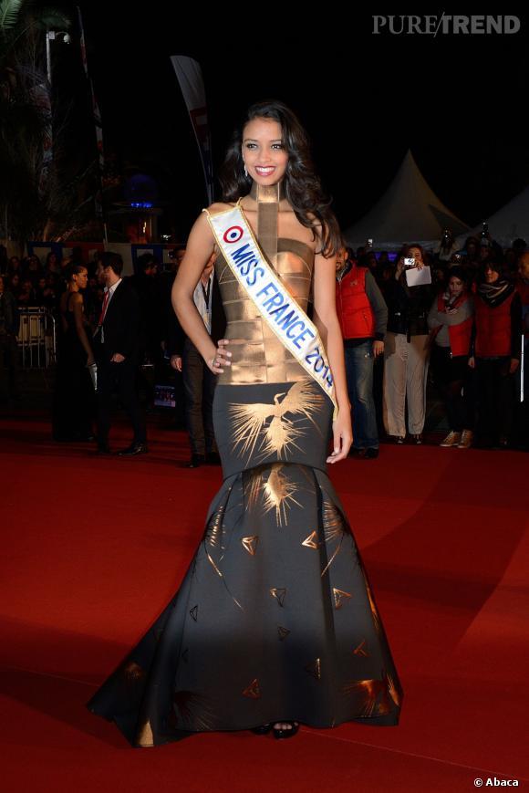 Flora Coquerel se fait remarquer sur le tapis rouge des NRJ Music Awards 15e édition à Cannes.