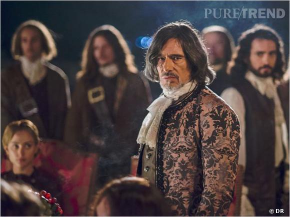 Gérard Lanvin joue Joffrey de Peyrac, un comte rebelle et mordu d'expériences scientifiques.