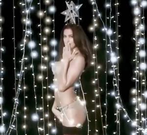 Irina Shayk, Mère Noël sexy pour Love Magazine.