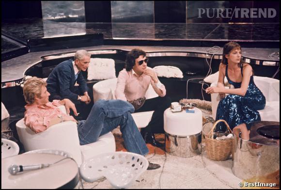"""Johnny Hallyday, Michel Sardou et Jane Birkin sur le plateau de émission """"Numéro 1 à Michel Sardou"""" en 1975."""