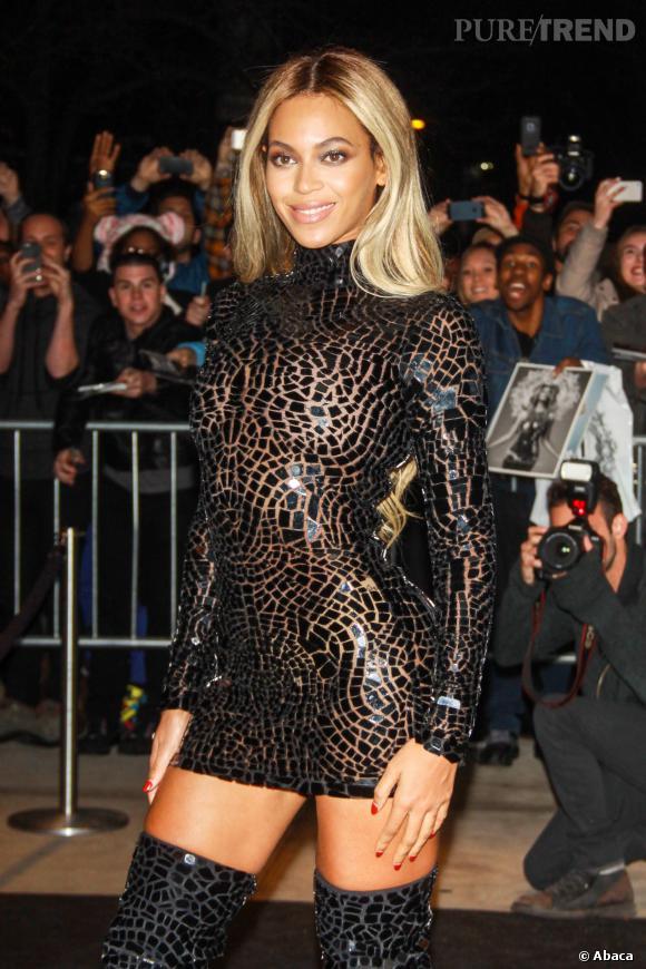 Beyoncé, sexy et dark en Tom Ford pour la promotion de son nouvel album le 21 décembre à New York.