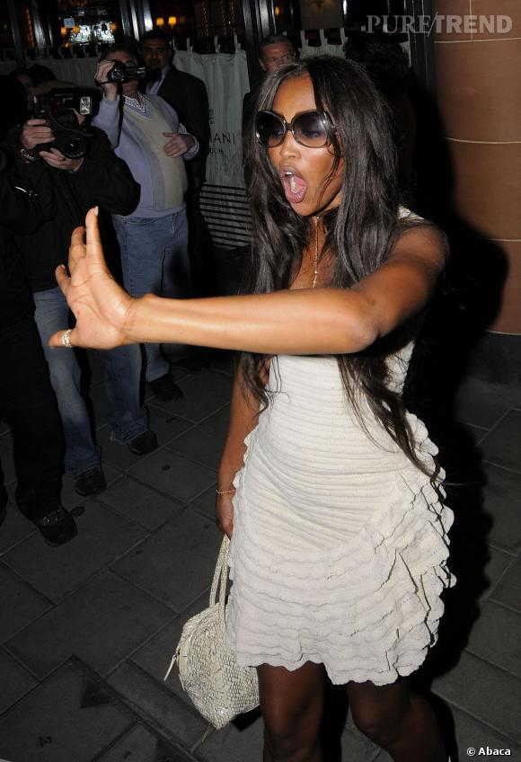 Face aux photographes, Naomi Campbell sort les griffes ! En 2009, elle a griffé et tenté de gifler un paparazzi italien.