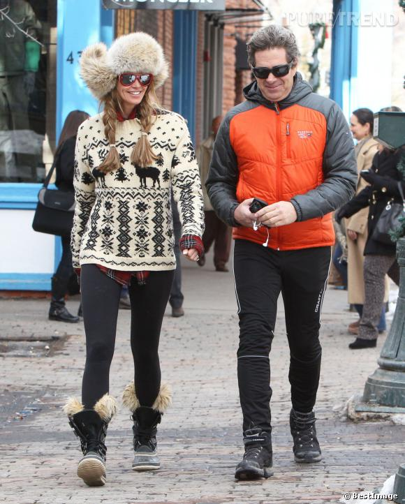 Elle Macpherson et son mari  Jeffrey Soffer dans les rues de Aspen.