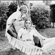 Charles Aznavour et son amie et collaboratrice, Petula Clark à Saint Tropez, en 1978.