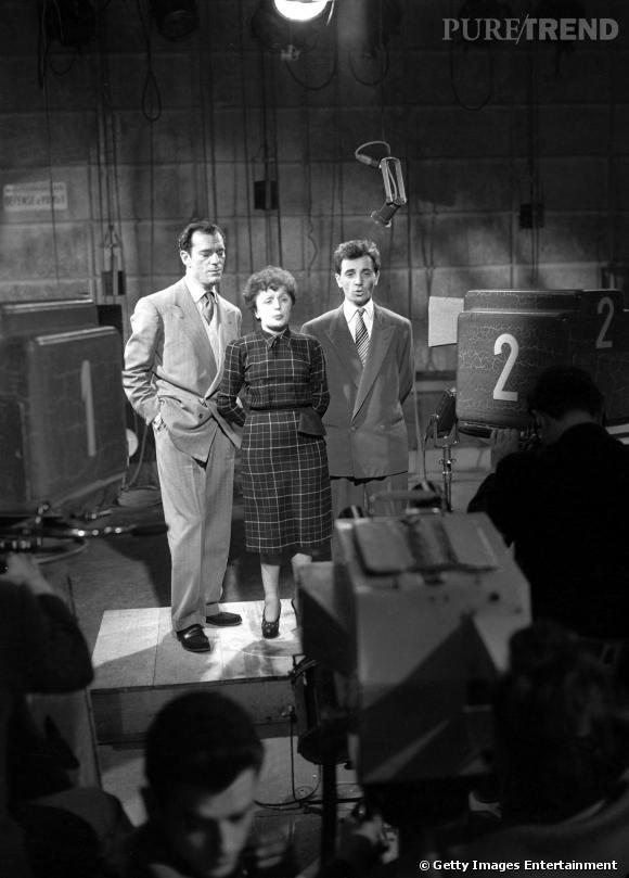 Charles Aznavour, à droite d'Edith Piaf, en 1951.