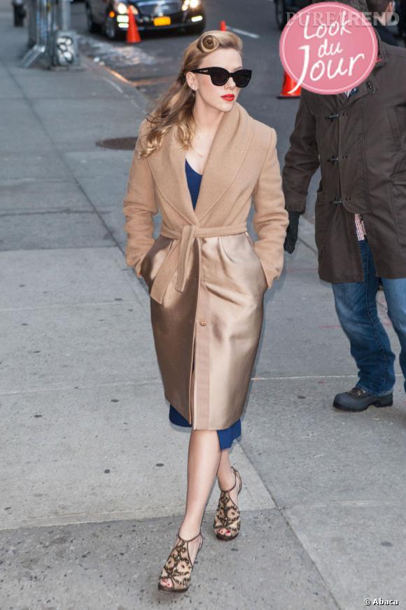 """Scarlett Johansson devant les studios du """"Late Show with David Letterman"""" à New York."""