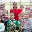 Maxima des Pays-Bas pose fièrement avec les écoliers néerlandais. Une reine de coeur !