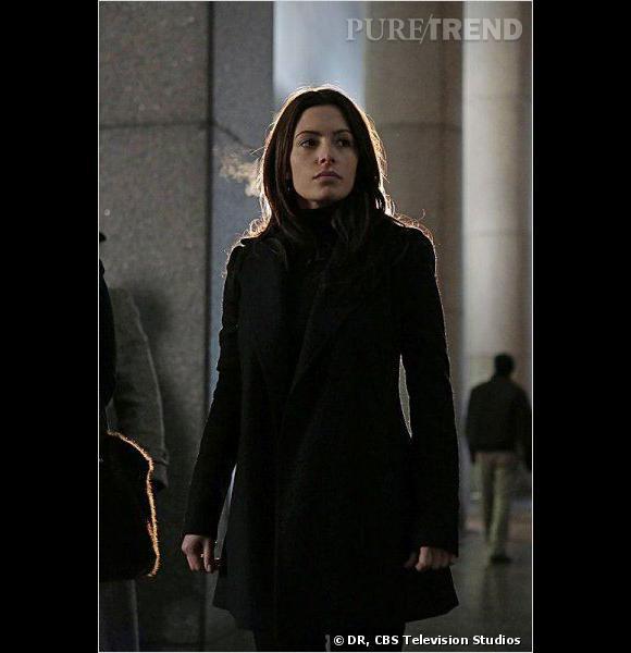 Shaw (Sarah Shahi), dure à cuire adepte des bombes artisanales.