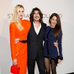 Sofia Essaïdi ne peut pas vraiment oser de jeux de jambes avec une robe aussi mini. C'est sûr ça détonne aux côtés du costume de Stéphane Rolland et de la robe midi de Gaia Wess.