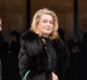 Catherine Deneuve dégaine les bas résille pour Jean Paul Gaultier