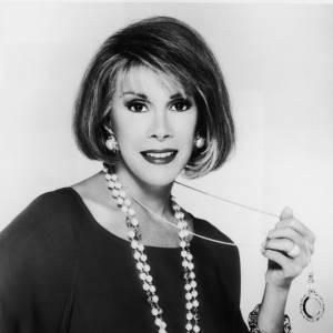 Joan Rivers en 1980. Les premières interventions se font voir.
