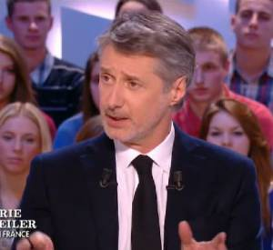 Antoine de Caunes compte bien défendre le Grand Journal face aux accusations du photographe de Paris match, Pascal Rostain.