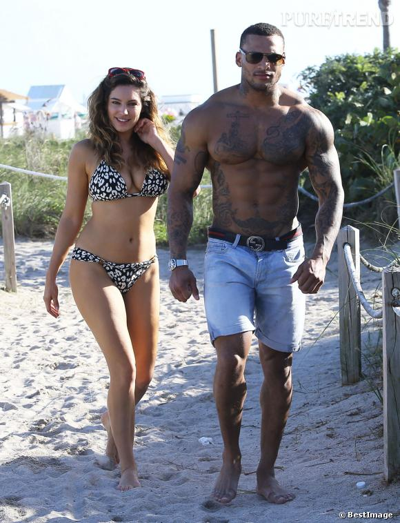 Kelly Brook et David McIntosh alias Barbie et monsieur muscles à la plage.