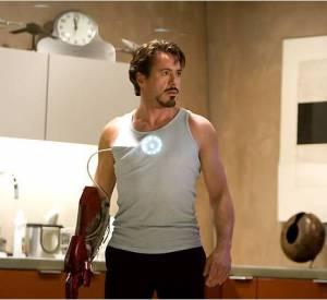 """Robert Downey Jr et ses premiers essais d'armure dans """"Iron Man""""."""